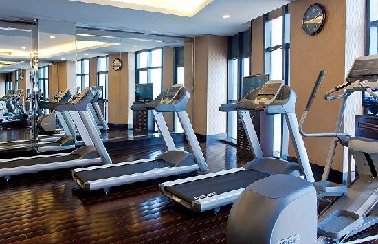 Ramada Plaza Lianyungang: 健身中心