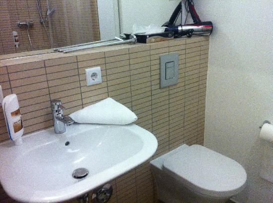 Stars Guesthouse Berlin: 浴室2