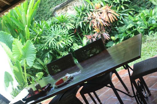Villa Kecapi Bali: 餐桌