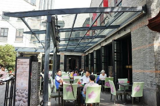 TouMing SiKao: 室外露天位及透明玻璃雨棚