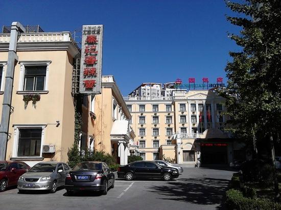 Shang Yuan Hotel: 旁边饭馆