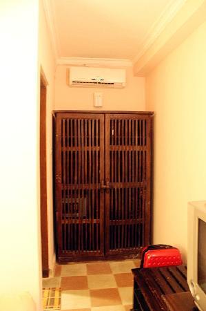 Nathan Hotel: air-con