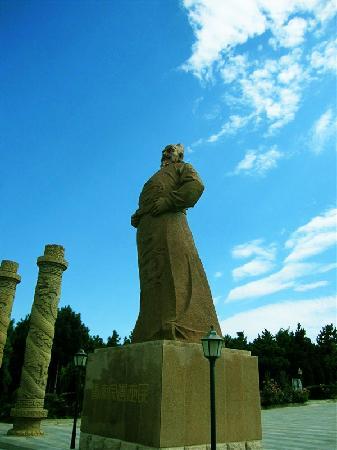 Xianyang Tangzhao Mausoleum: 李世民的雕像 很霸气