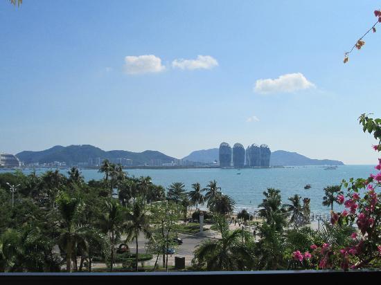 Golden Phoenix Seaview Hotel: 窗外景色