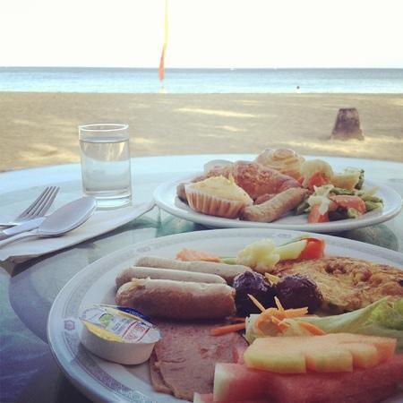 Aruna Senggigi: 起床后步行到senggigi的海滩边吃早餐 太美了!