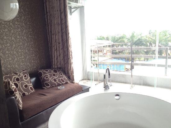 Jinhai Lanwan Club Hotel: 静静的坐在这里是最写意的