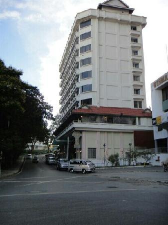 Hotel Sandakan: 酒店外景