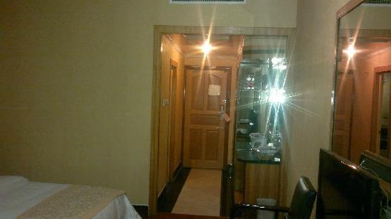 Youzhou Hotel: 房间大门