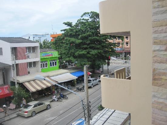 My Place @ Hua-Hin Hotel: 房间看的街景
