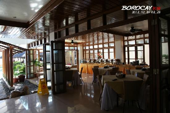 Sur Beach Resort: 餐厅