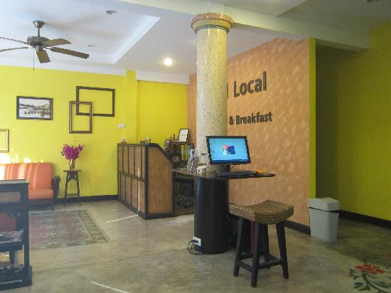 Focal Local Bed and Breakfast: reception desk