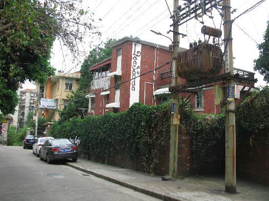 Pami'er Youth Hoetl Xiamen Xiamen University: 从南华路上就能看到卢卡