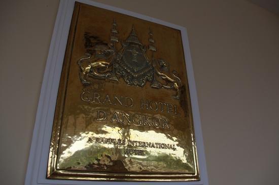 Raffles Grand Hotel d'Angkor: 门牌