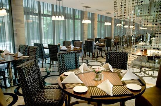 Eadry Royal Garden Hotel Luxury Haikou : 江岸西餐厅