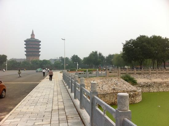 Wenfeng Tower of Anyang: 安阳老城留下的为数不多的重要古迹之一。