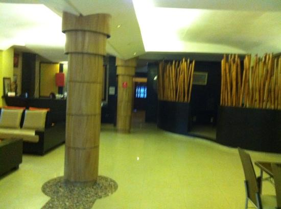 Basa Hotel: 大堂