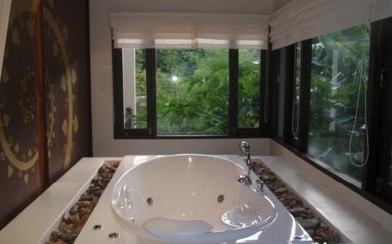Sukko Spa Resort: 好爽的浴缸啊