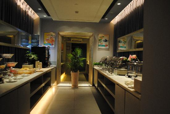 Jinjiang Inn Cixi Coach Station: 自助餐台