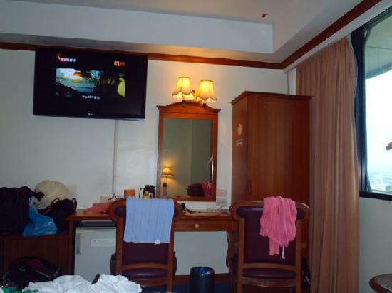 V.L. Hatyai Hotel: 陈旧的房间内部