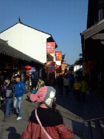 Nanxiang Old Street : 寺庙边的老街