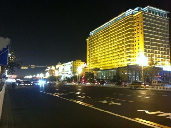 Beijing Hotel: 长安街外拍北京饭店!