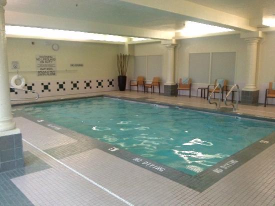 Residence Inn Salt Lake City Airport : 楼下的室内泳池,很小,但是没什么人