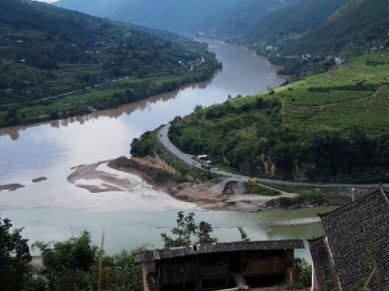 Jinsha River: 金沙江交汇处