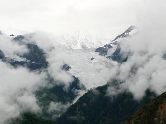 Mingyong Glacier: 北半球最南端的大型海洋性冰川-明永冰川