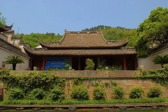Baoguo Temple: 保国寺大殿