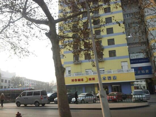 Home Inn Zibo Train Station Square: 外观