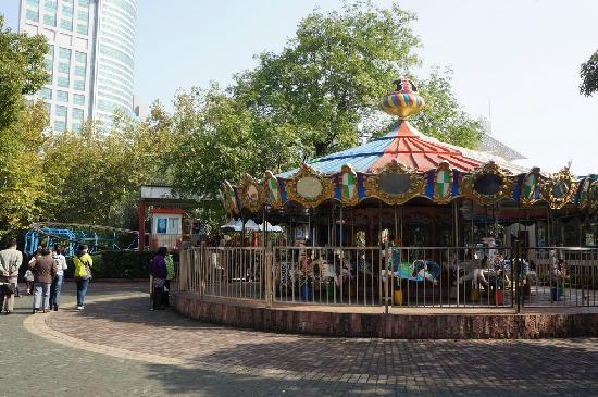 Shanghai Renmin Park: 旋转木马