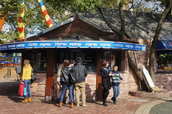 Shanghai Renmin Park: 小卖部