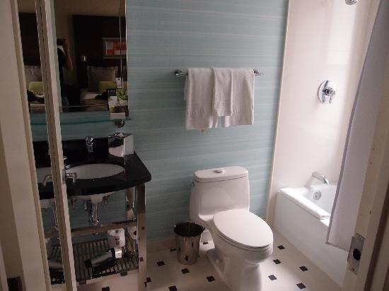 Hotel Mela: 浴室