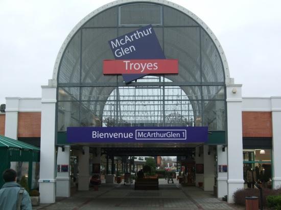 macarthur glen troyes picture of mcarthurglen troyes troyes tripadvisor. Black Bedroom Furniture Sets. Home Design Ideas