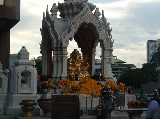 Erawan Shrine (Thao Mahaprom Shrine): 四面佛