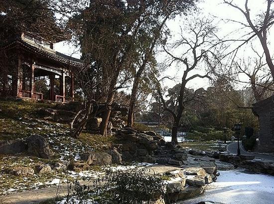 Diaoyutai State Guest House : 虽也是不能自由进出的重要处所,却也不像中南海与玉泉山般戒备森严,外紧内松,还是很从容的。
