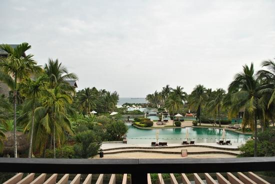 Hilton Sanya Yalong Bay Resort & Spa: 酒店大堂看出去