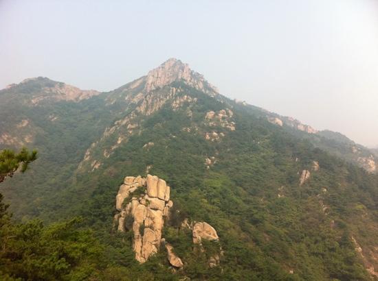 Jufeng Scenic Resort: 海上第一名山的绝顶,只得一攀。