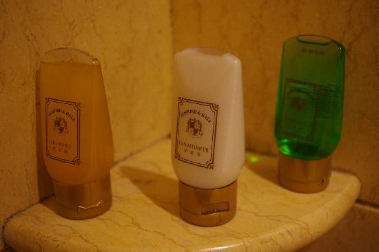 The Hongta Hotel, A Luxury Collection Hotel, Shanghai: 有点让人无语的洗浴用品