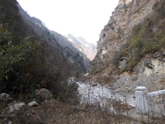Xiaolong Mountain National Nature Reserve: 西沟峡途中