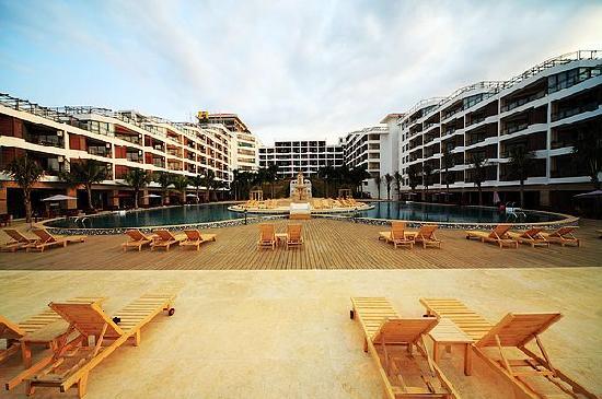 Xinglong Old Banyan Tree Hot Spring Resort : 泳池外观