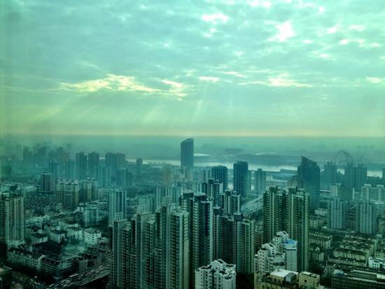 Pullman Shanghai Skyway Hotel: 餐厅景色