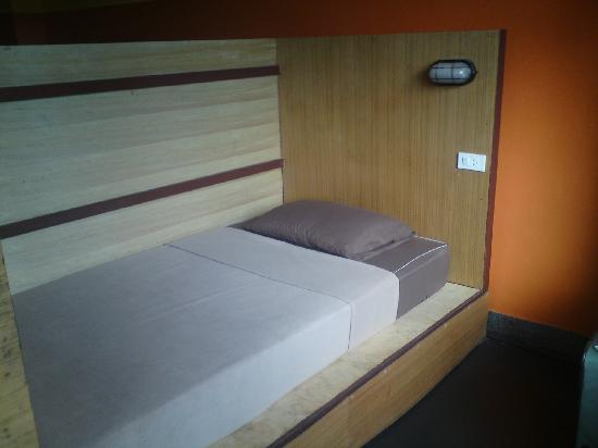 FWD House: 床头