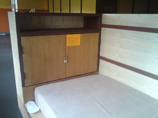 FWD House: 床尾