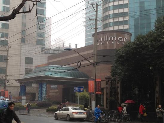 Pullman Shanghai Skyway Hotel: 五星酒店
