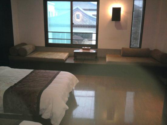 Wanzhen Xiaoyao Hotel: 超大卧室