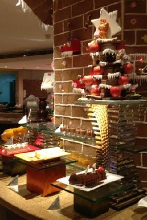 Sheraton Xiamen Hotel: 自助餐厅中的甜品区
