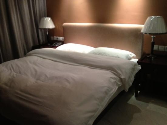 Yulong Qiantang Hotel: 大床房