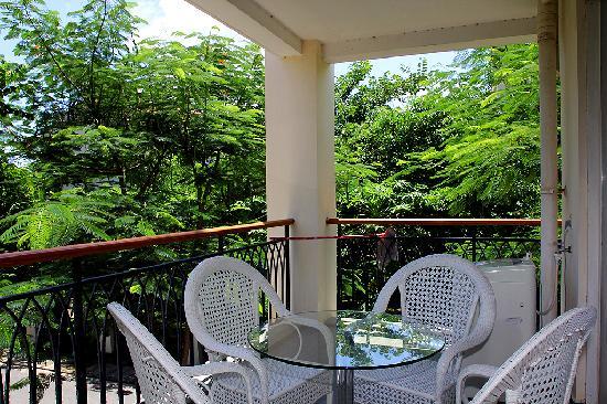 Sunshine Holiday Apartment Hotel (Sanyawan) : 阳台  亚龙湾