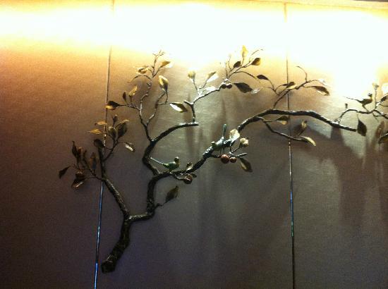 Minshan Yuanlin Hotel: 前台的装饰品